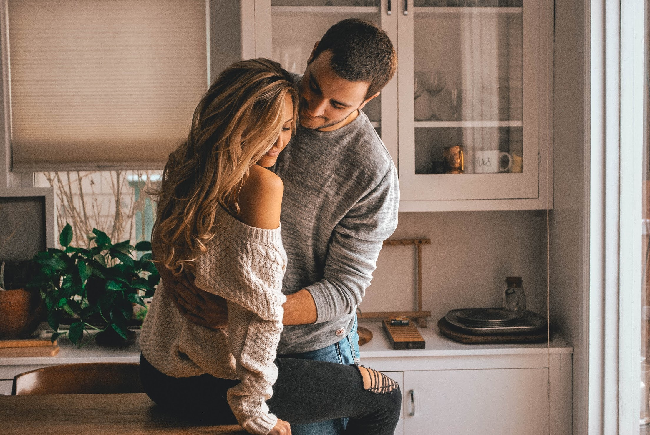 10 Types Of Hugs That Says A Lot About Your Relationship