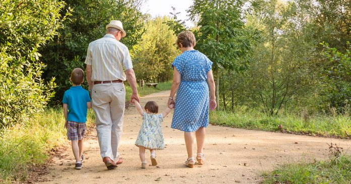Grandparents Who Babysit Grandkids Live Longer – According To New Study