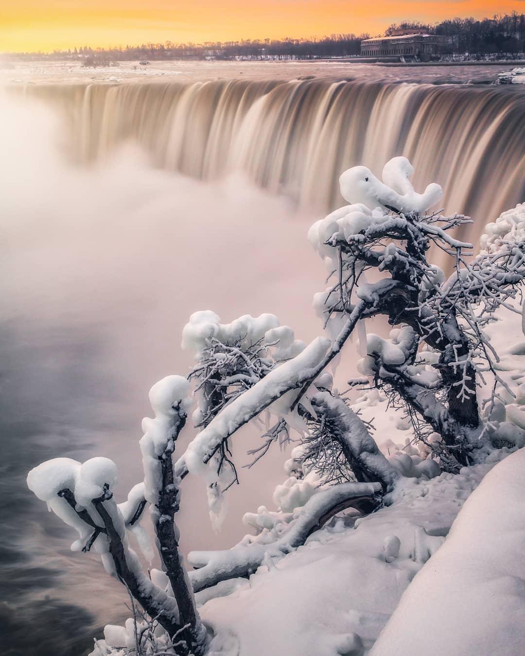 frozen nayagara water falls
