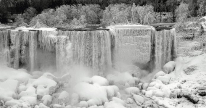Niagara Falls Freezes Over And Looks Something Magical Straight Out Of A Scene From 'Frozen'