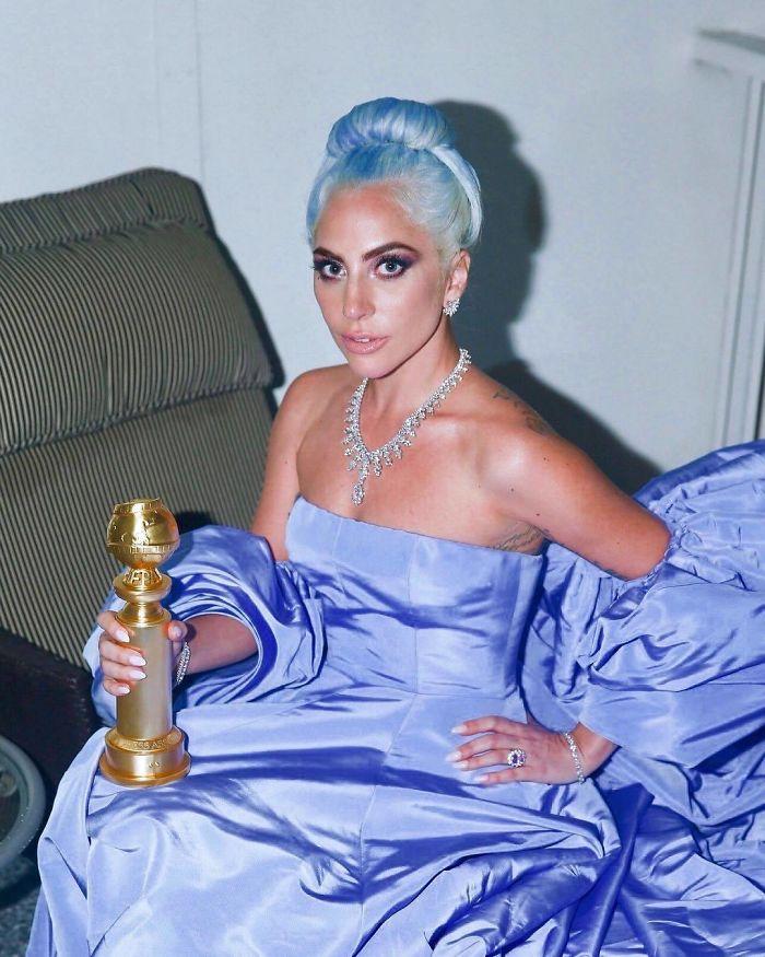 lady gaga holding an award