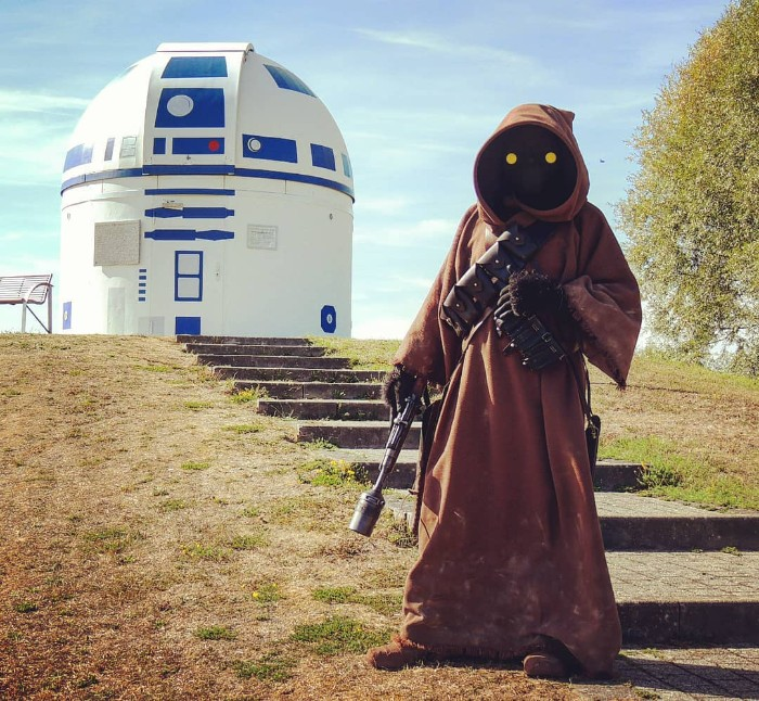 R2-D2 Observatory and jawa