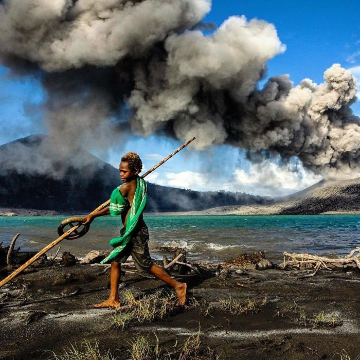 The erupting Tavurvur volcano has destroyed beautiful Rabaul town