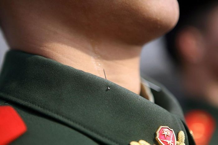 This Is How Chinese Soldiers Keep Their Posture