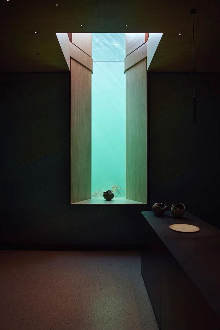 underwater restaurant  view