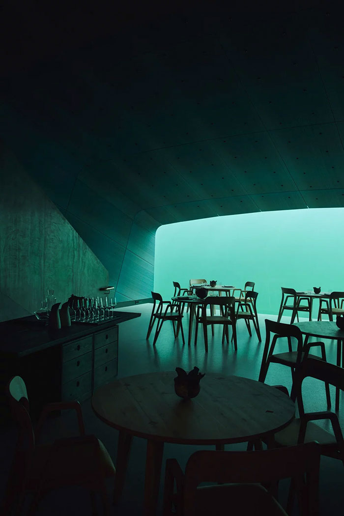 underwater restaurant tables and chairs
