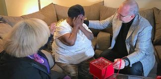 Struggling Great Granny Who Raises 6 Kids By Herself Sobs When Stranger Makes Change On Rent