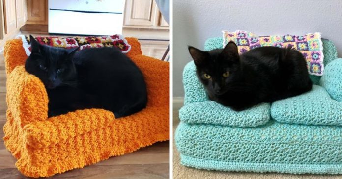 People Are Crocheting Tiny Couches For Their Cats During Lockdown